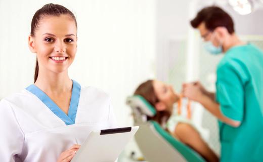 dca-blog_oral-surgery-three-people